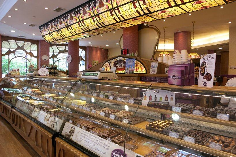 Rapa Nui inside for Argentina chocolate by Authentic Food Quest