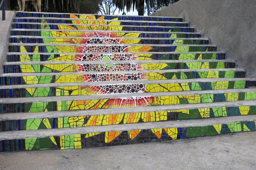 Valparaiso seafood street art colors