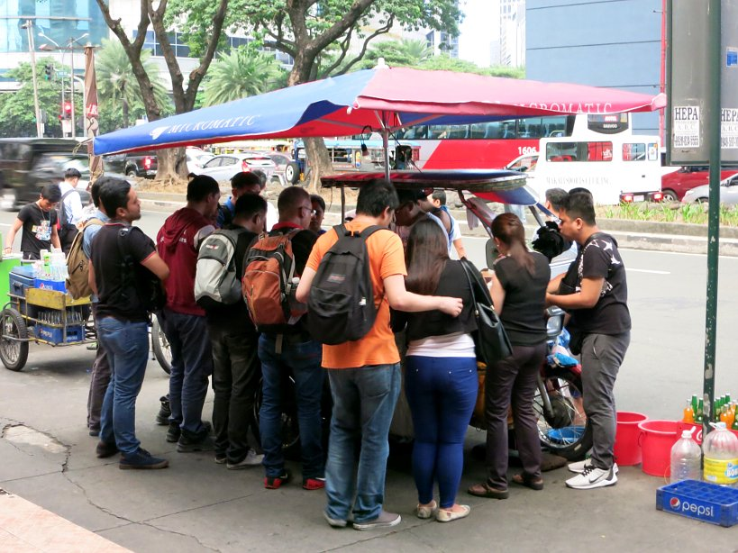 Groupe of people eating around a food cart Eating culture food in the philippines authentic food quest