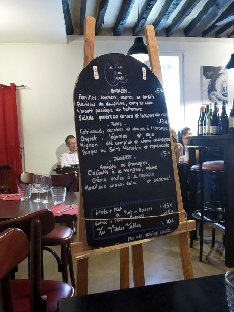 Affordable restaurants in Paris, le vin qui danse