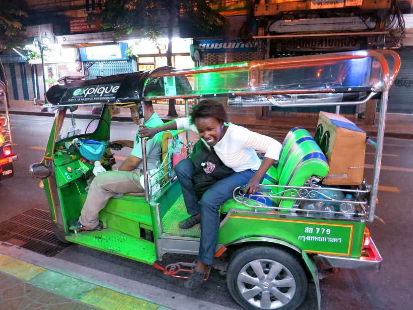 Tuk-Tuk adventure at Bangkok at night with Expique