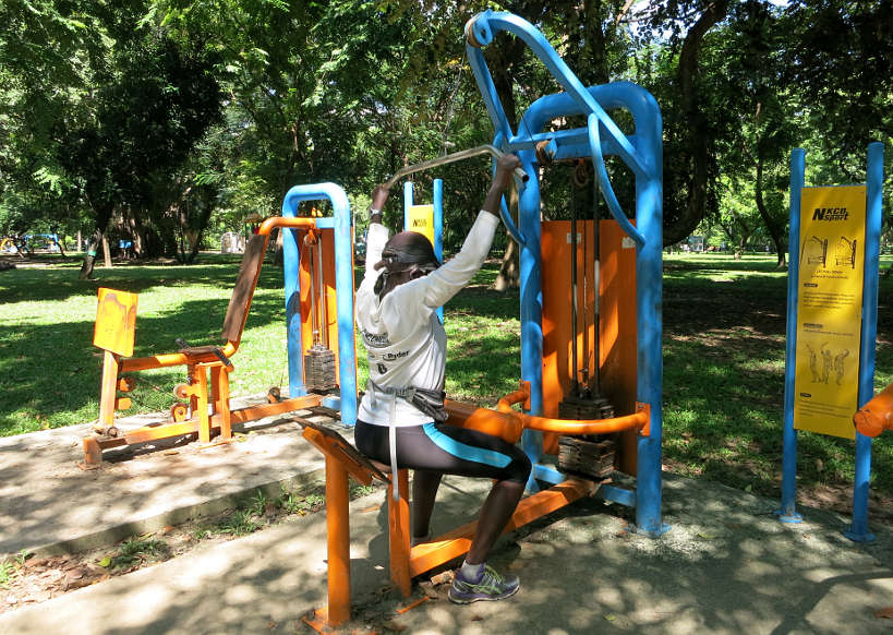 Exercising at Lumpini Park while running in Bangkok by autentic food quest