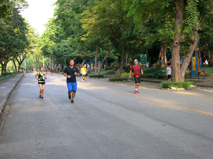 Runners in Lumpini Park running in Bangkok by authentic food quest