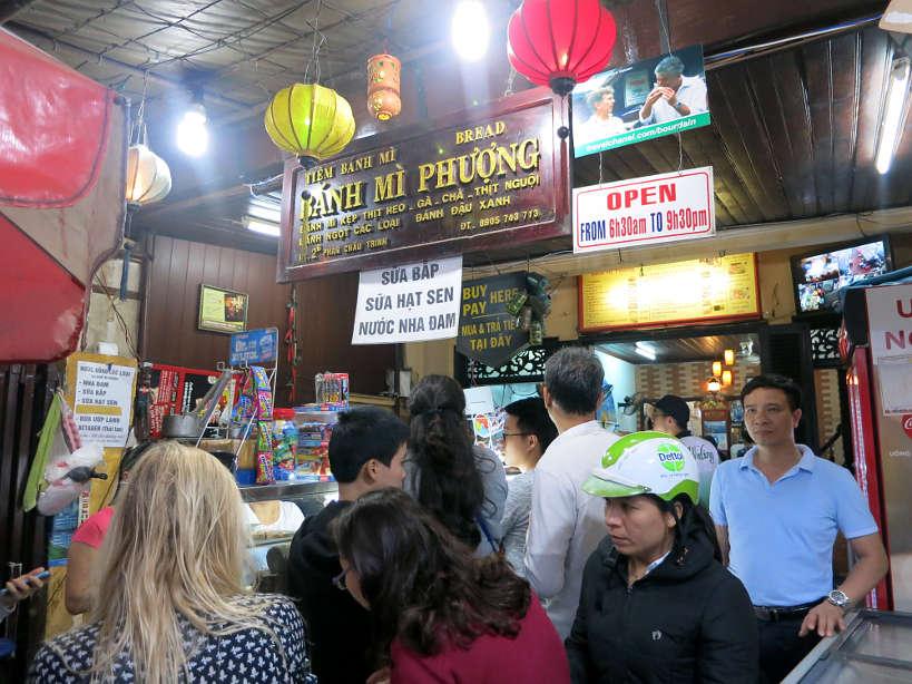 BánhMìPhuợngOutside_VietnameseSandwich_AuthenticFoodQuest
