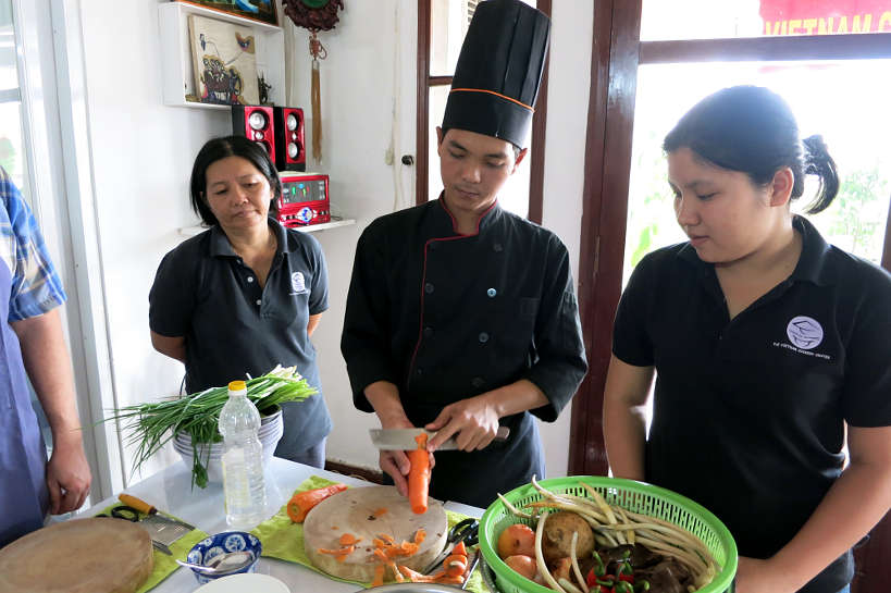 Chefppreparinglotusstemsalad_SaigonCookingClass_AuthenticFoodQuest