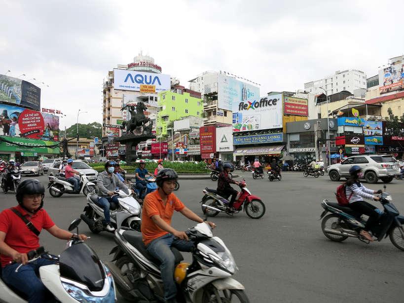SaigonScene_VietnameseSandwich_AuthenticFoodQuest