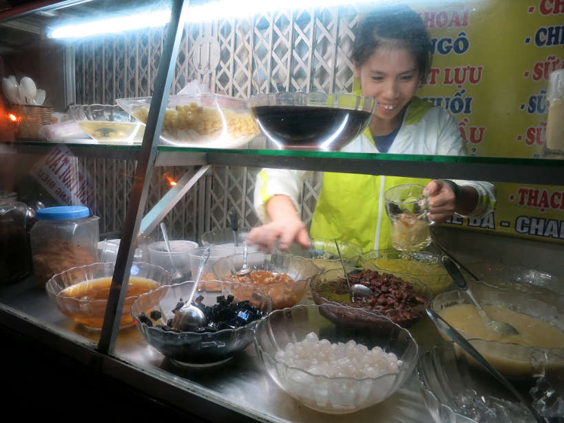 Lady Serving Che Must Eat in Hanoi Authentic Food Quest
