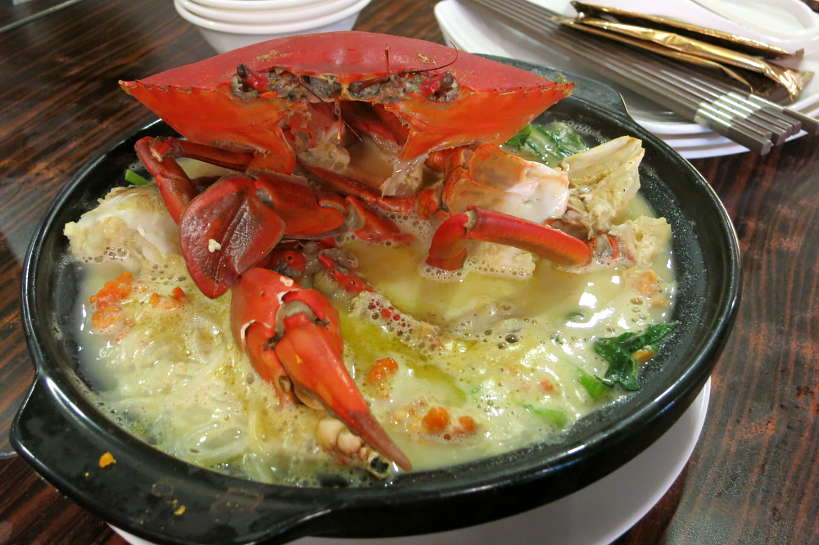Claypot Crab for Food in Singapore by Authentic Food Quest. This is one of the most popular dishes in Singapore and a must eat local famous food Singapore.