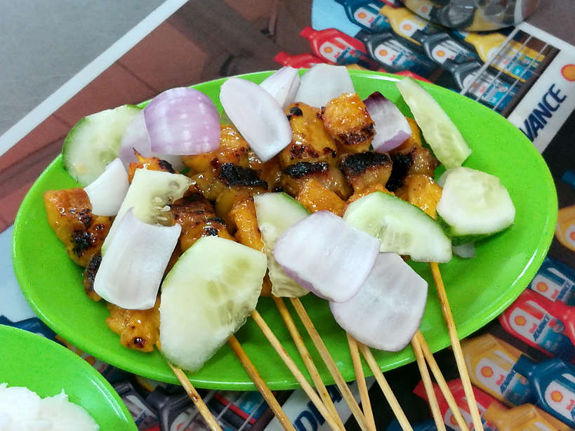 Pork Satay for Food in Singapore by Authentic Food Quest. This famous local food is one of the best hawker food in Singapore. This is perfect for what to eat in Singapore for dinner or an after dinner snack.