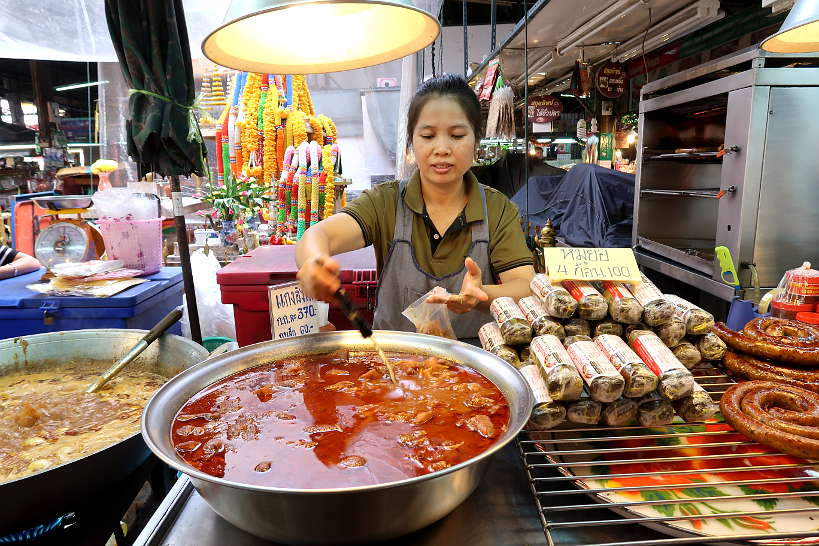 Gaeng Hang Lay Vendor at Ton Payom market for Chiang Mai Food by Authentic Food Quest
