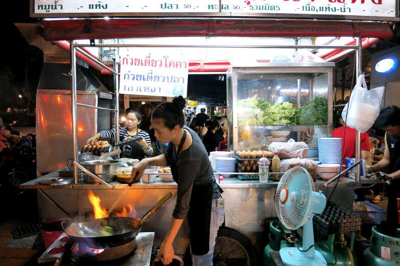 SukiVendoratChuangPhueakMarket_ChiangMaiStreetFood_AuthenticFoodQuest