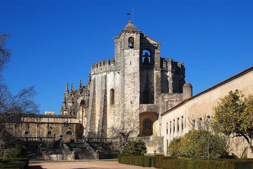 Convento_Cristo_Tomar_PhotoByAlvesgaspar_Wikimedia