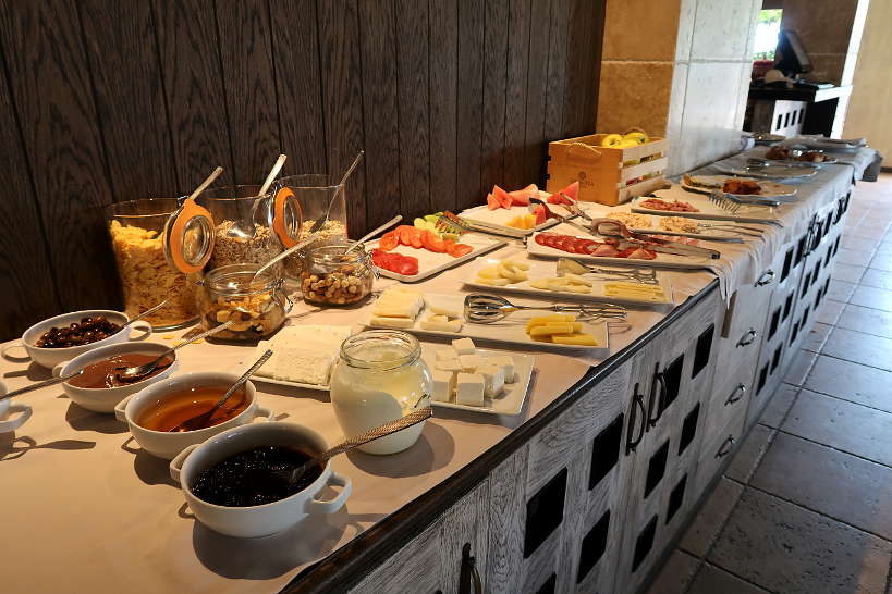 BreakfastBuffet_ZortnizaHotelMelnikBulgaria_AuthenticFoodQuest