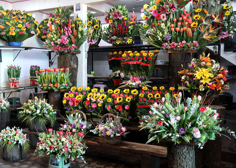 Flowers arrangements Mercado deJ amaica Mexico City Authentic Food Quest