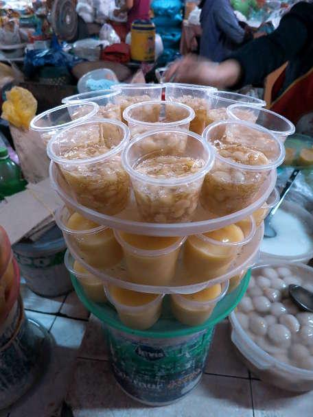 Che Hat Sen Hue Food Vietnamese Lotus Sweet Soup by Authentic Food Quest